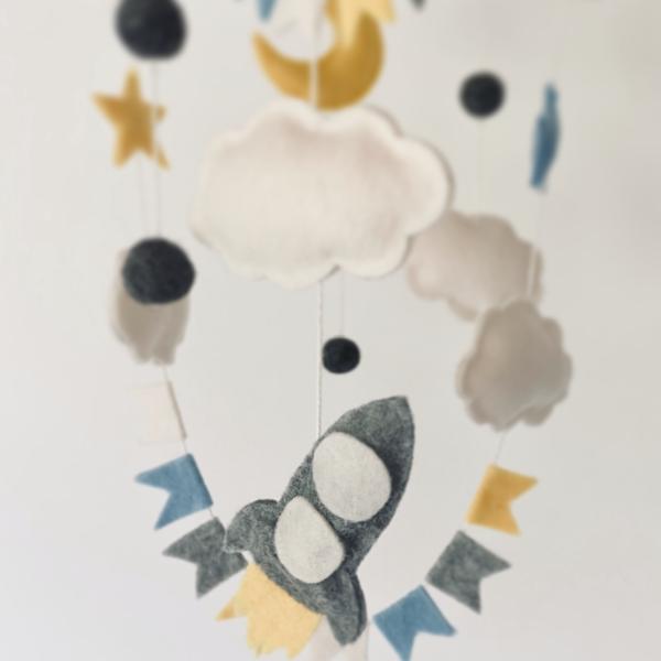 Uro med raket og måne